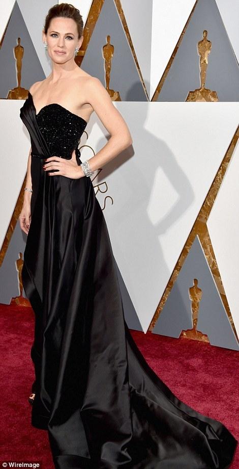 Jennifer Garner – One of Tracey's signature sunkissed brunettes - Meche Salon